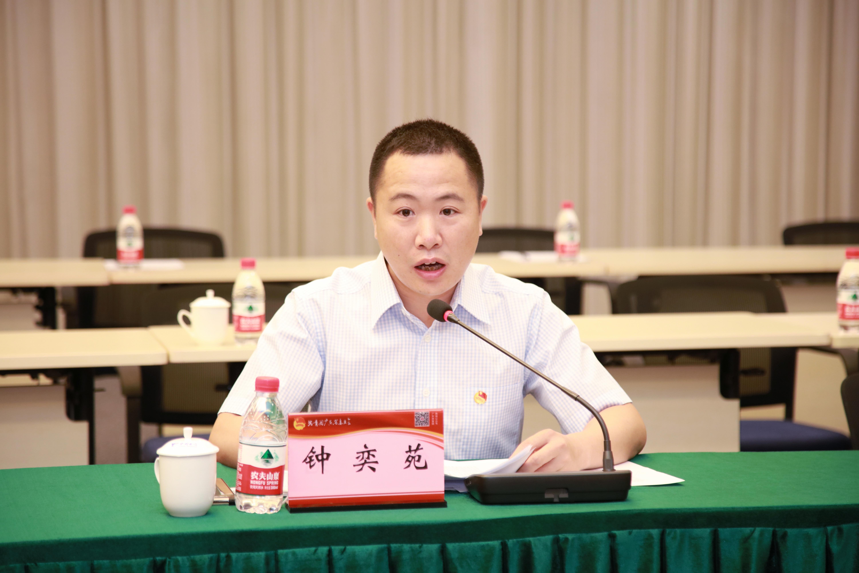 广东省自然资源厅国土空间用途管制处四级调研员钟奕苑现场进行分享。
