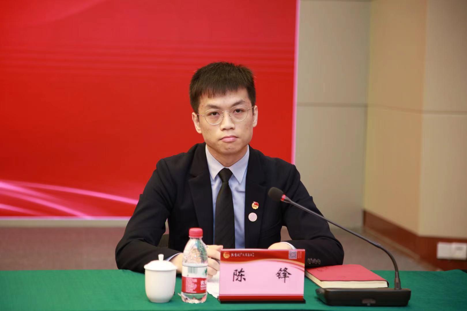 广东省学生联合会执行主席陈锋会上发言。