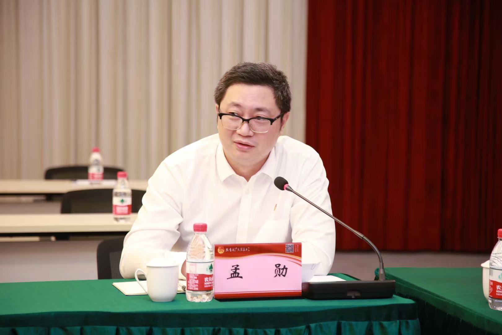华南理工大学团委书记孟勋会上发言。