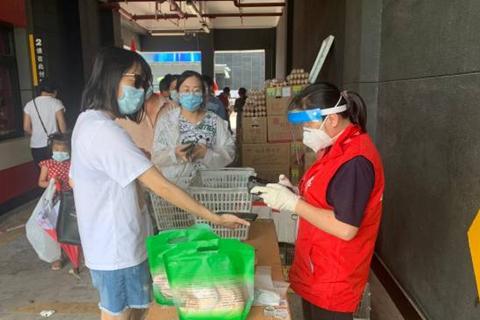 广州荔湾:封控区里粽飘香,临时超市有温情