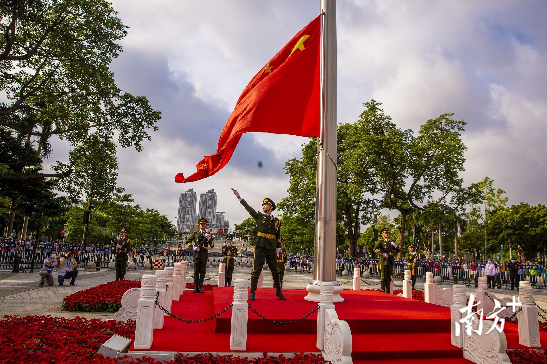 7月3日,广州海珠广场,隆重举行升旗仪式。获得生命 摄