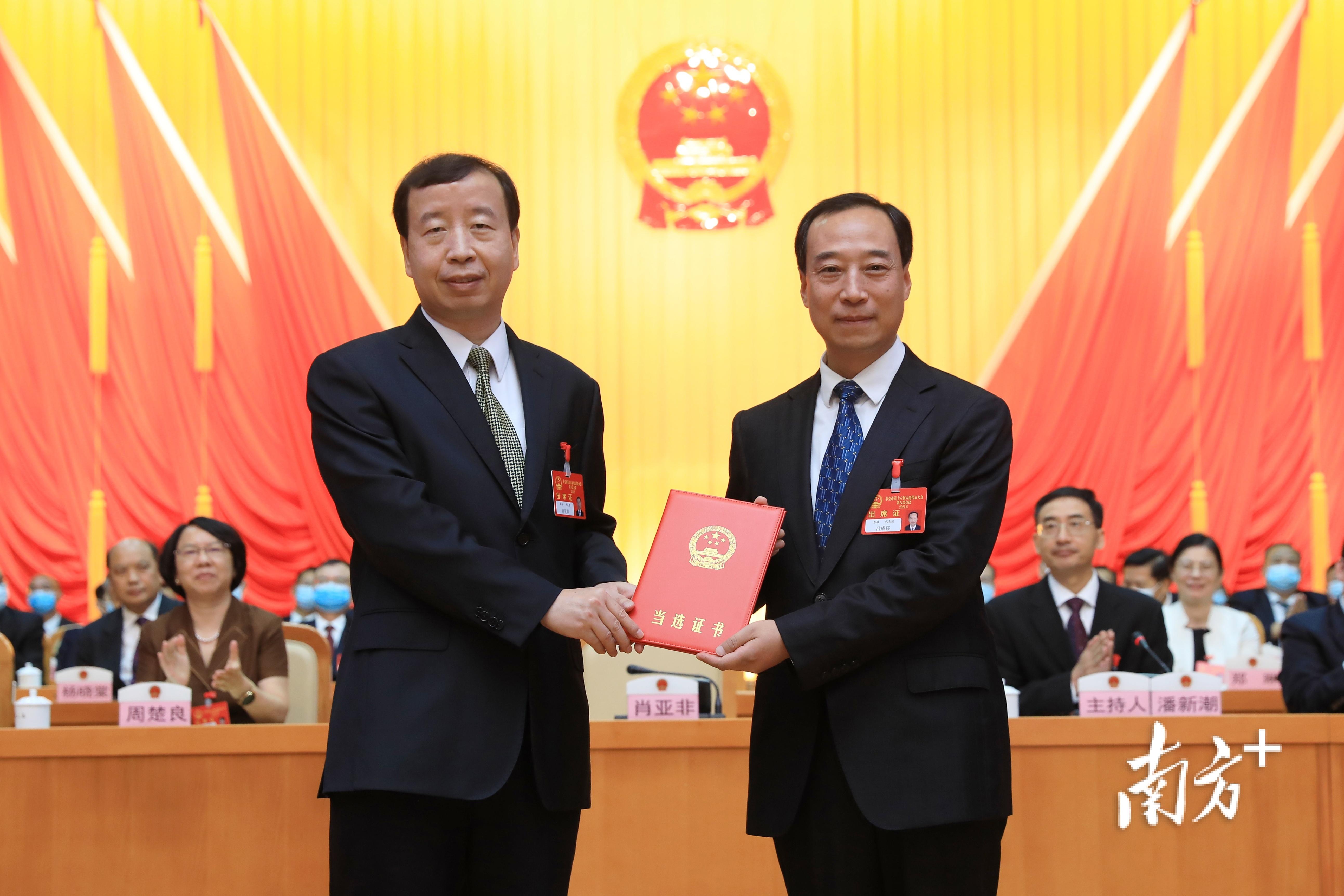 吕成蹊当选为东莞市人民政府市长