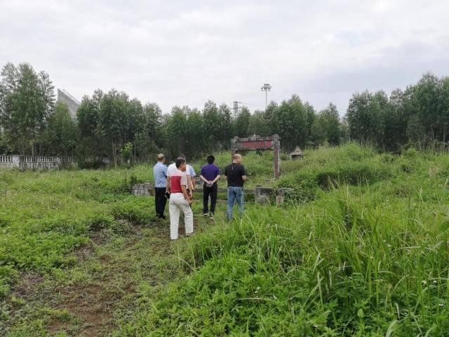 广东省文物鉴定站工作人员赴徐闻县开展涉案文物鉴定工作。