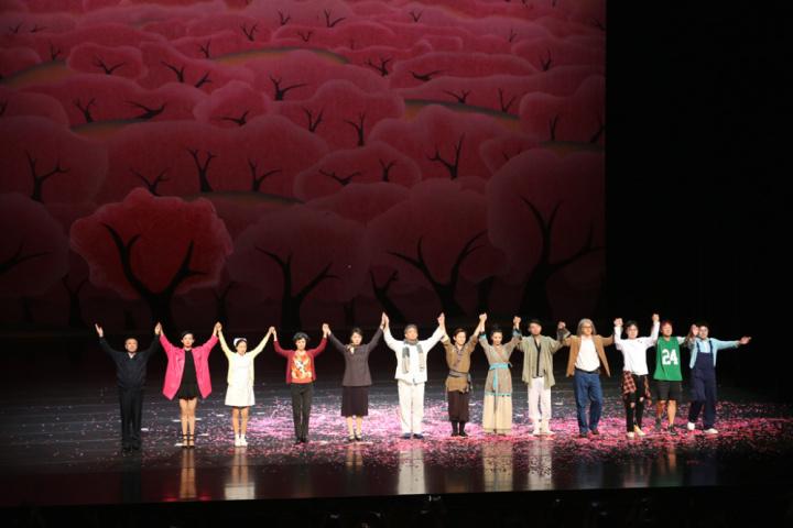 话剧《暗恋桃花源》在惠州文化艺术中心演出。(来源:惠州文化艺术中心)