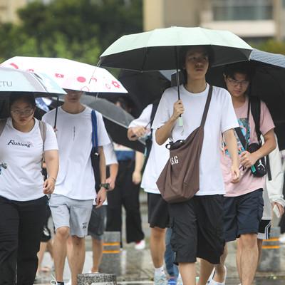 Typhoon Kompasu: Guangdong suspends ferry, water bus, scenic spots and schools
